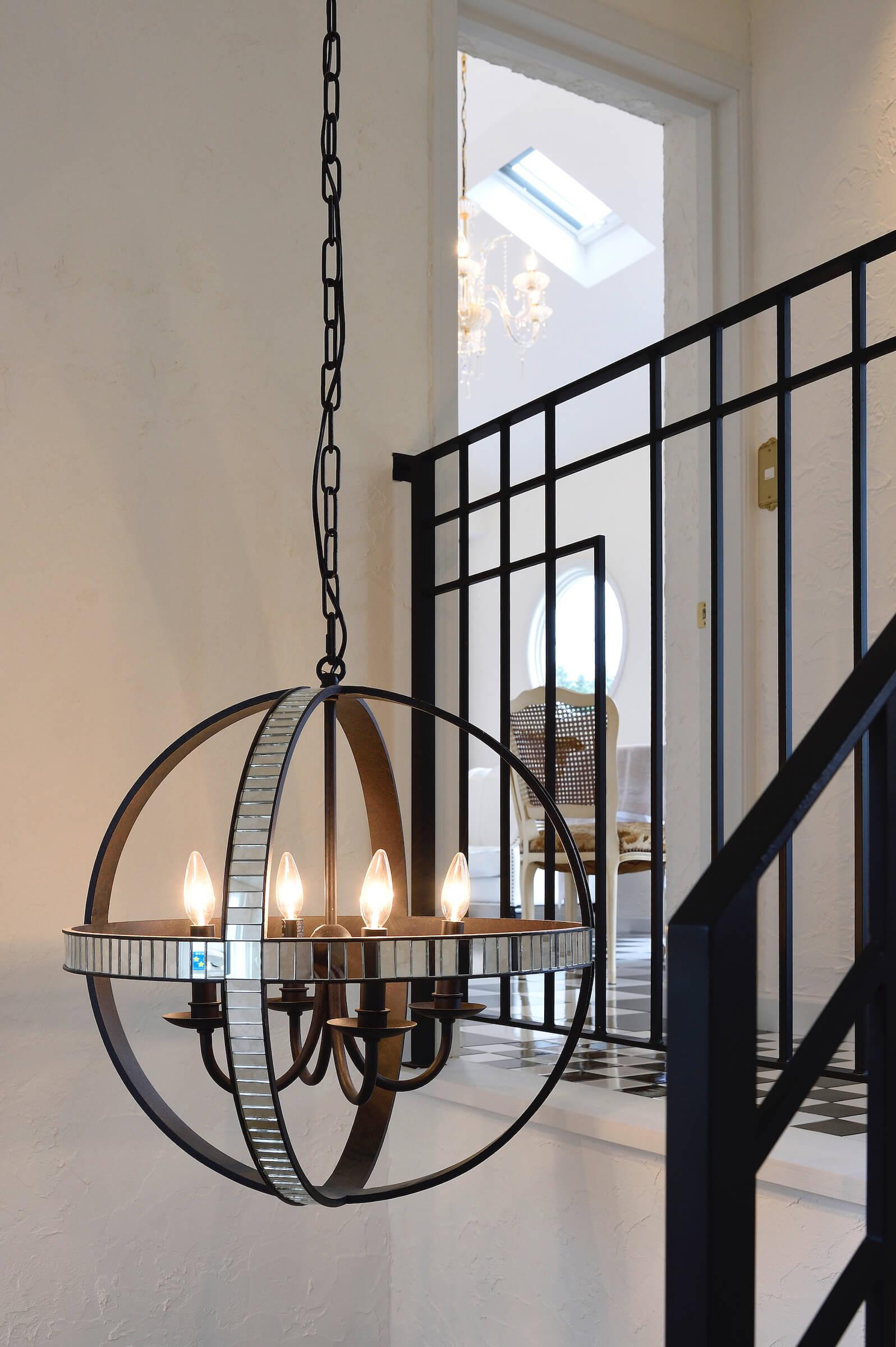 パリアパルトマンスタイルの輸入住宅の階段照明