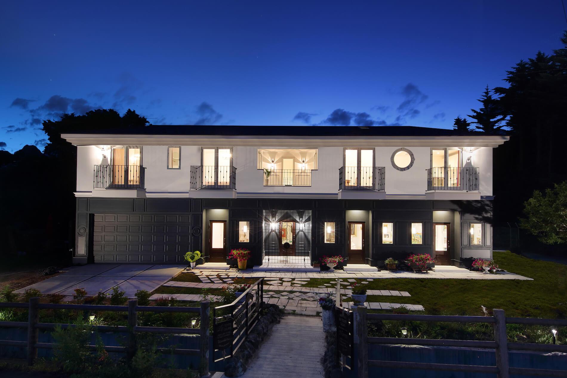 パリアパルトマン 輸入住宅の外観夕景写真