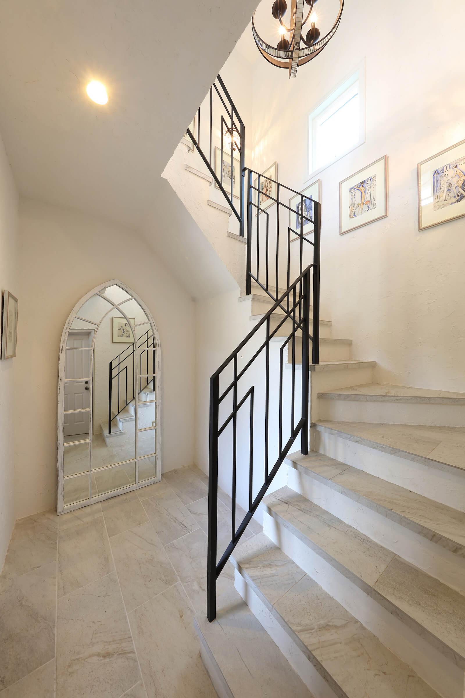 パリアパルトマンスタイルの輸入住宅の階段